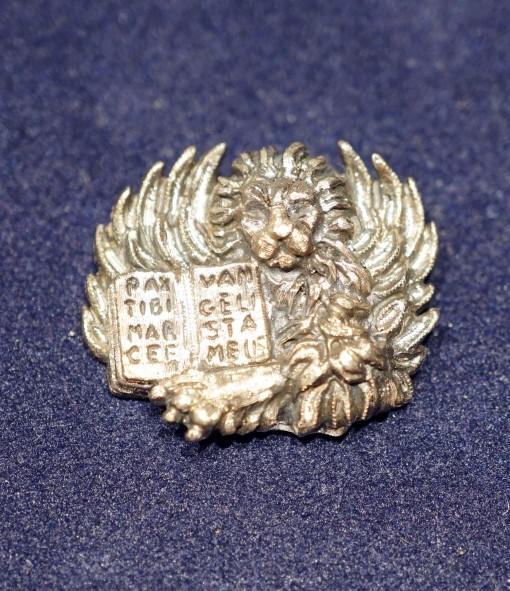 leon-moeca-pin