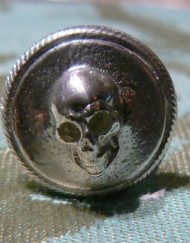 button skull front_800x600