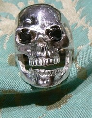 skull ring black diamonds_800x600