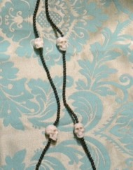 necklace skulls_800x600