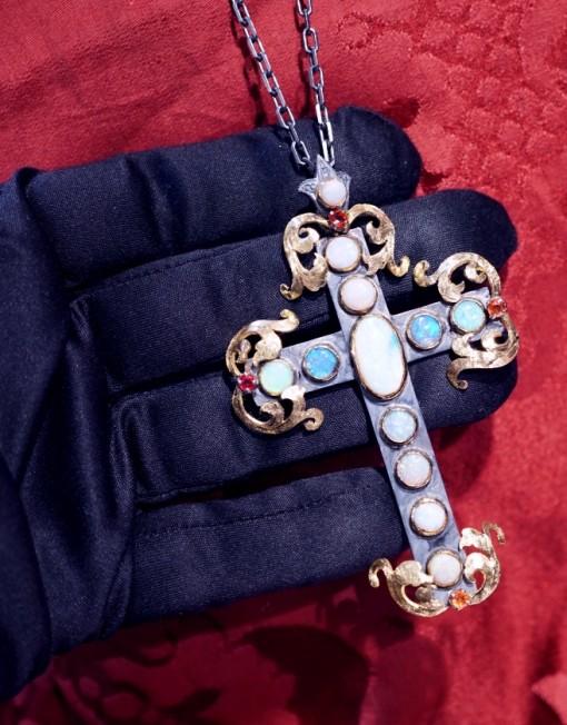 croce con opali